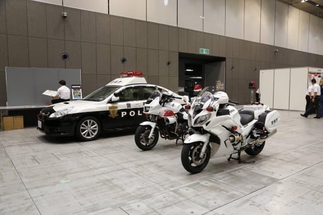 パトカーや白バイを展示(写真提供:東京国際フォーラム)