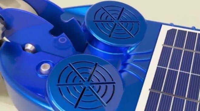 「Photon」にはBluetoothスピーカーが搭載されている  こんな足元で音楽を鳴らして、耳まで届くのか?という疑問は残るが…。