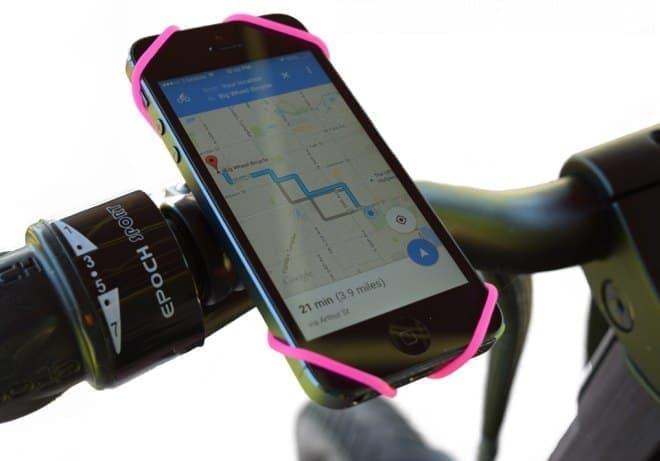 あらゆるサイズのスマートフォンをマウント可能な「BikeStrap」