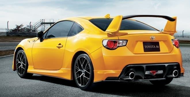 "「86 GT""Yellow Limited エアロパッケージ""FT」リアビュー"