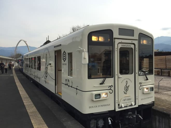 観光列車「田園シンフォニー」が夏のあいだだけ走るバーに