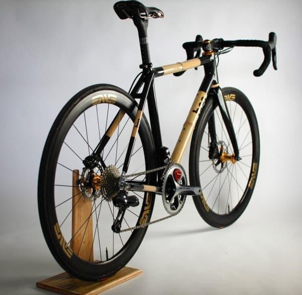 参考画像:竹製フレームのクロスバイク「BOO Bicycles」