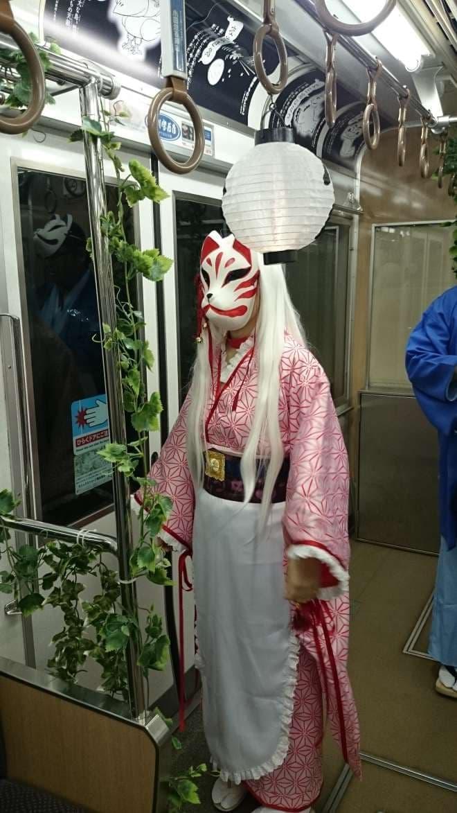 気合の入った仮装歓迎(写真提供:江ノ島電鉄)