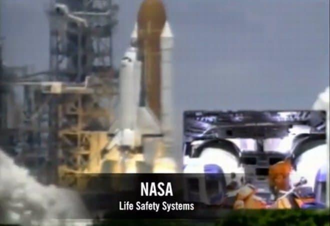 スペースシャトル打ち上げ  乗員は1.6Gで椅子に押しつけられるが意識を失うことはない  ちなみに、1.6Gは旅客機の離陸時にかかるGの約5倍