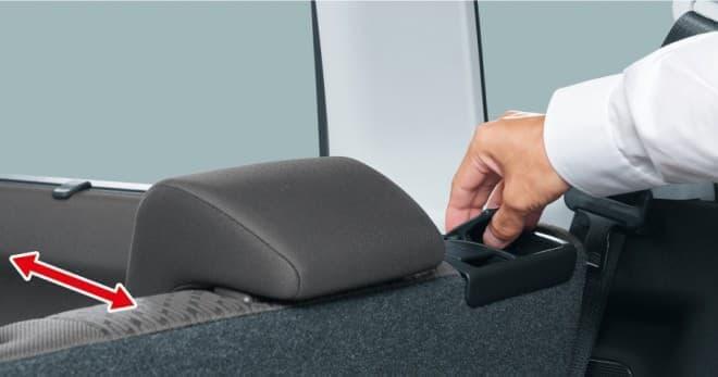 荷室側からのスライド操作が可能なリヤシート