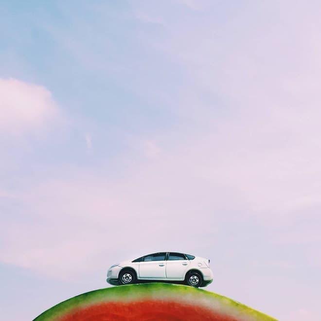 スイカとミニカー(写真提供:トヨタ自動車)