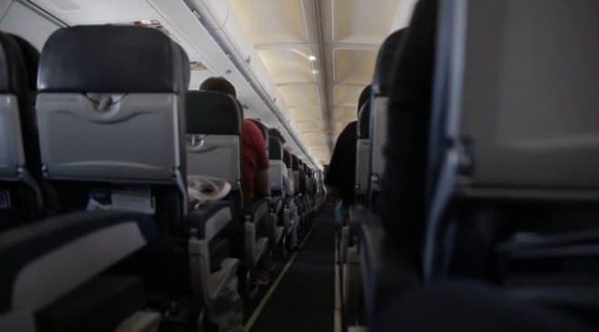 海外航空会社の座席の例  エンターテインメントシステムなどありません!