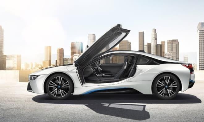 「BMW i Megacity Studio」では、BMW i8が常時展示される