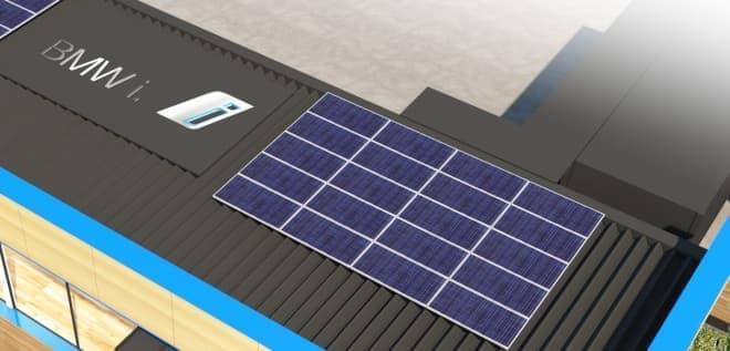 屋上にはソーラー・パネルを設置