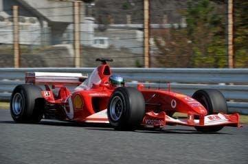 フェラーリのF1カーが御堂筋を走る!