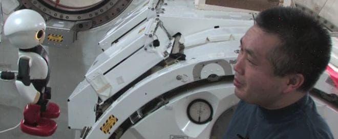 KIROBOと若田宇宙飛行士の対話の様子