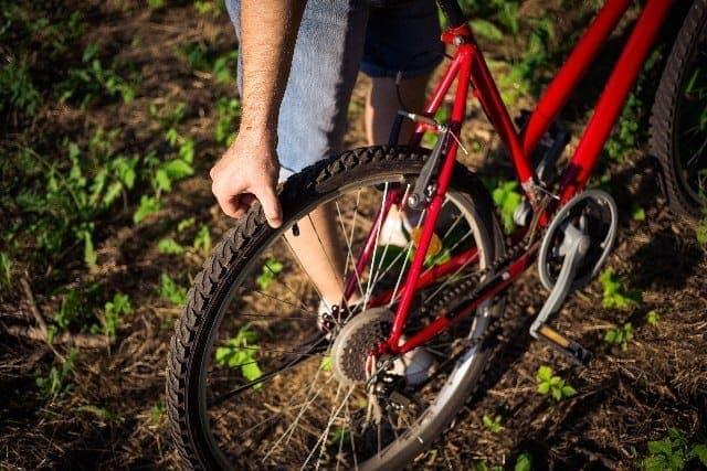 自転車通勤者にとって、タイヤの空気抜けとパンクは悩みのタネ