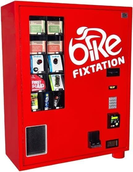 新たに壁掛けタイプの小型自動販売機  「あらゆる場所に自転車用自動販売機」を目指しています