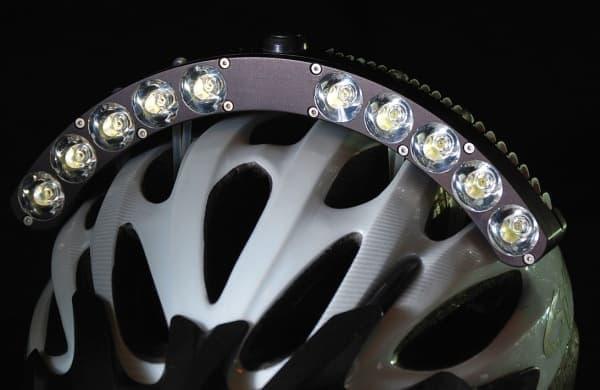 参考画像:機能最優先の自転車用ライトの典型的な例「Halo」  明るさは6,000ルーメン!