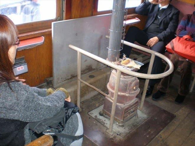 ストーブ列車イメージ(写真出典:津軽鉄道)