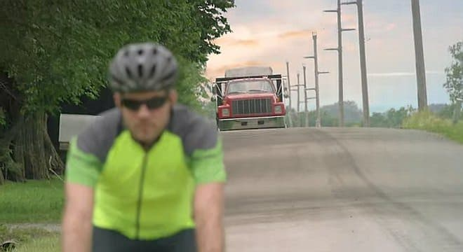 「Varia Jリアビューレーダー」は、自転車に接近する自動車を感知し、  サイクリストに通知する