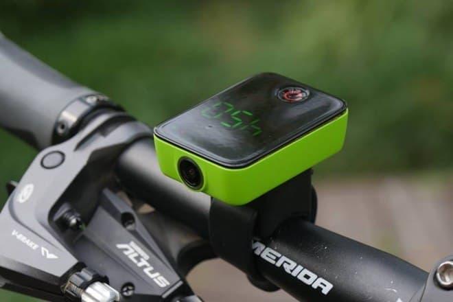 GPSとカメラ、SNS機能に特化したサイコン「Camile」
