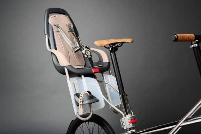 シートポストに取り付けるチャイルドシート  …でも、これではせっかくのミニマルデザインが台無しのような?