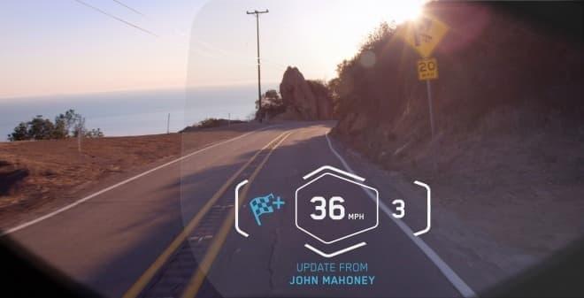 BMWのHUD付きヘルメットでは  既存の製品が持つ機能に加え  バイク間通信機能が搭載される