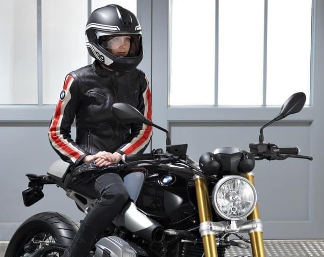 HUDがあれば、バイクライダーは計器類を確認するために  前方の道路から視線を切る必要がなくなる