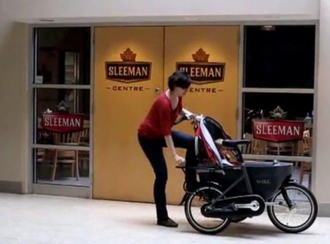 リリースレバーを倒して自転車フレームを引き出し