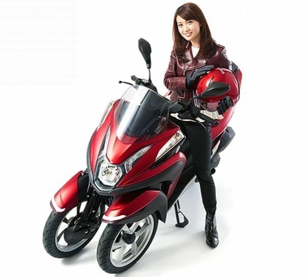 参考画像:ヤマハの「TRICITY」  3輪なのに曲がるのが楽しい、画期的なバイクです