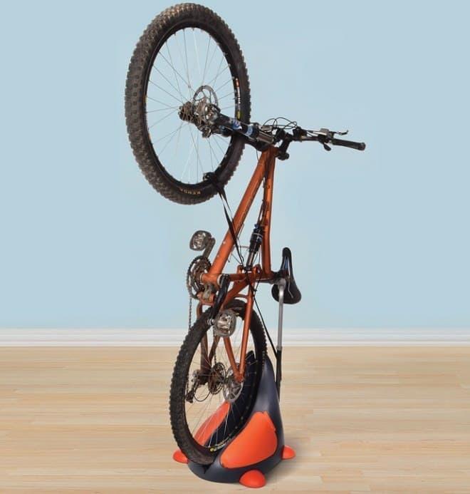 参考画像:海外製バイクスタンドの例