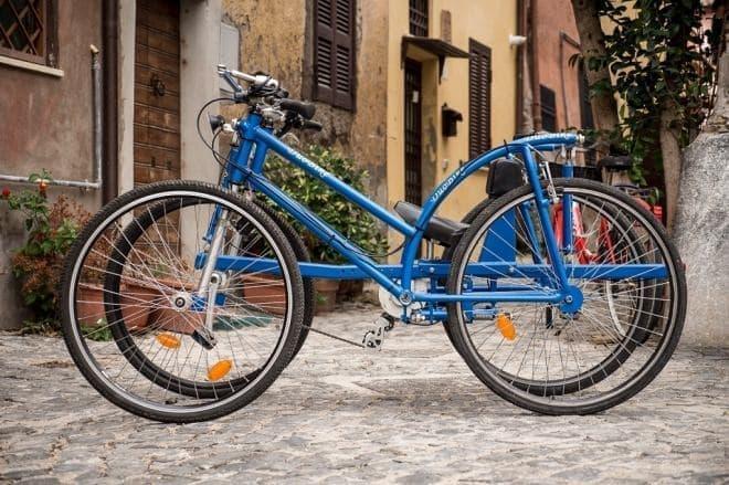 普通の自転車は身体はむき出し  それに比べると、守られ感がありそうです