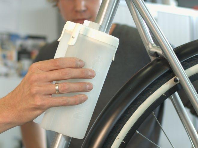 ワンタッチで取り付けられる自転車用ボトル「CLIPON(クリップオン)」