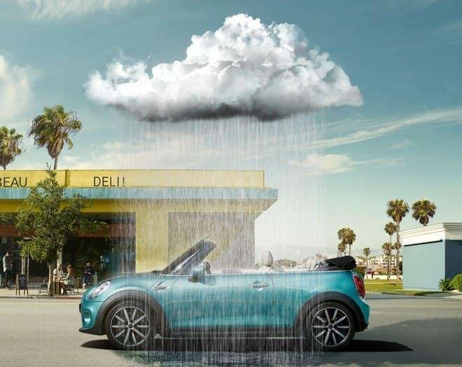「RAINY(雨)」では、ACUが人工的に雨雲を発生させ、雨を降らせる  パッケージ同梱の「MINIデザイン・アンブレラ」  「MINIデザイン・レインコート」との同時利用がおススメ