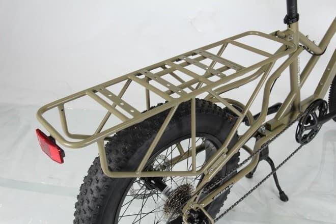 ピックアップトラックの要素をとりいれたロングテールフォルム  後輪はタイヤ径が小さく、チャイルドシートを搭載して子どもをのせるのが容易