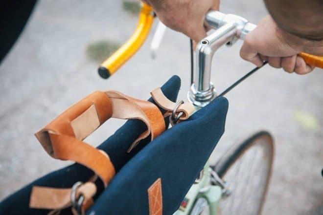 バッグは人間にではなく、自転車に載せるタイプ