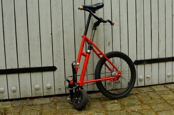 """ダイヤモンドフレームの""""前三角""""を取った自転車「Halbrad」"""
