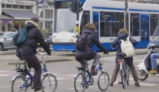 自動運転の導入で、自転車事故は減る?