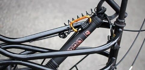 自転車のボディタイプによっては、自転車本体に取り付けることも  (安全義務違反となる位置には取り付けできません)