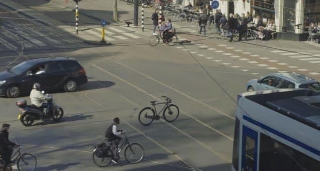 """人の乗っていない""""無人自転車""""が街を走る"""