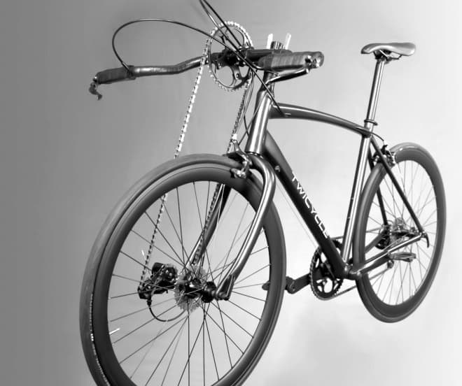 足だけでなく、手でも漕げる自転車「TwiCycle」  クロカンモデルのリリースも予定されている