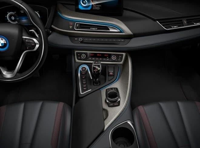 BMW i8 セレブレーション・エディション・プロトニック・レッド -- インテリア センターコンソール