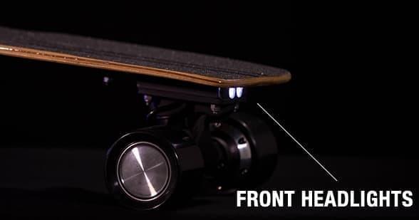 夜間視認性を高めるヘッドライト、テールランプを装備