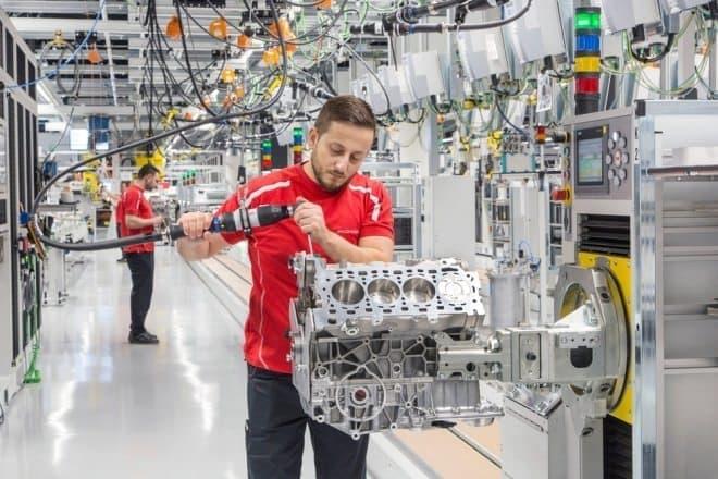 ポルシェ 8気筒エンジンのための新工場