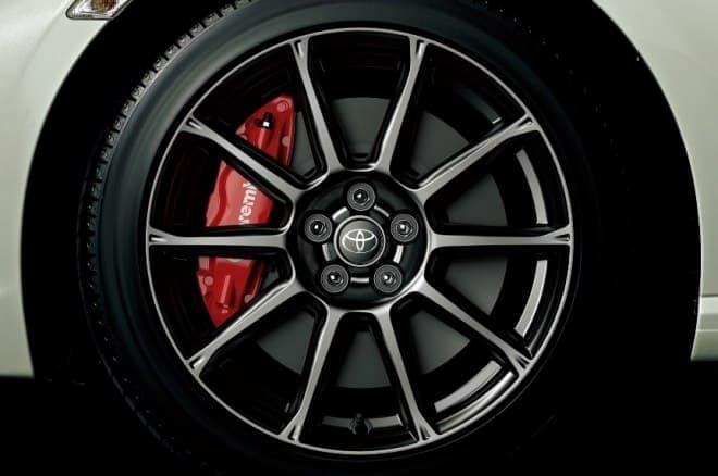 """トヨタ 86 GT""""Limited・High Performance Package"""" Brembo専用17インチアルミホイール"""
