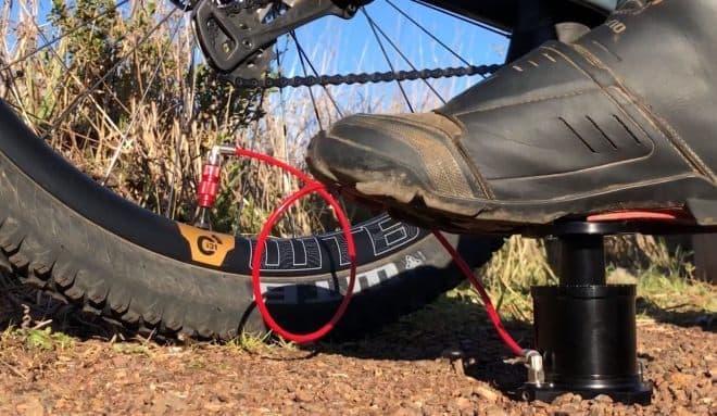 自転車用携帯空気入れ「Stompump」-足踏み式で3倍早い