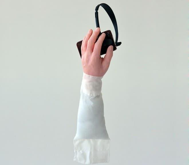 スマートフォンをハンズフリーで利用できる「Hand Free」