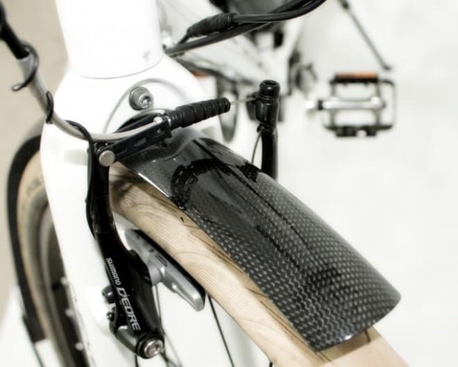 カーボンファイバー製の自転車フェンダー「Flexi-Carbon」