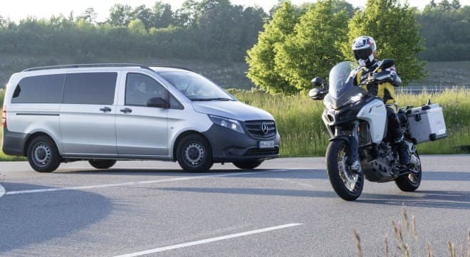 ガスを噴射してローサイド転倒を防ぐ、Boschのバイク向けテクノロジー