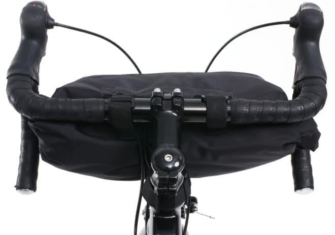 風呂敷みたいな自転車用フロントバッグ「ラップハンドルバーバッグ」