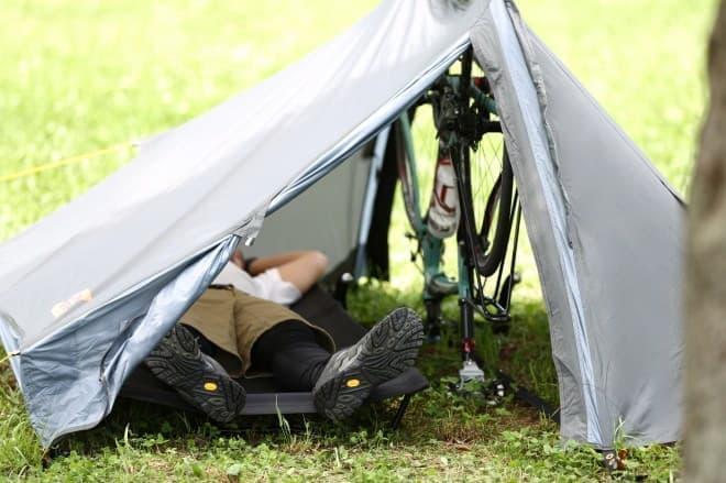 サイクルキャンプ用のテント「バックフリップバイシクルテント」