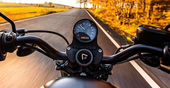 自由なバイクライダー向けの、自由なバイク用ナビ「Beeline Moto