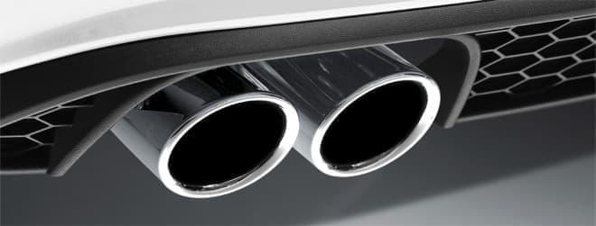 GTIを象徴するラジエーターグリルの赤いストライプ