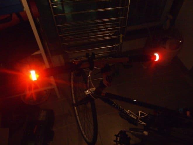 「LICHT」は、手軽に方向指示器(ウィンカー)を追加する自転車用アクセサリー